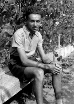 Primo Levi in the maternal family's house (Luzzati), Piossasco, Turin, 1940. Property of the Levi family.
