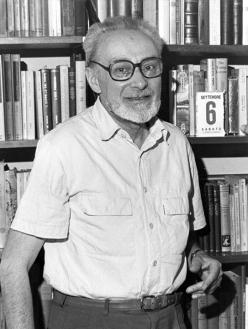 Primo Levi in his Corso Re Umberto apartment in Turin. September 6 1986. Copyright La Stampa