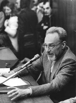 A class conduced by Primo Levi at Torino Enciclopedia. Scuola Avogadro, November 12 1979. Copyright La Stampa